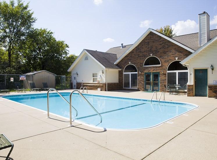 Swimming Pool - Bradford Woods Apartments in Peoria, IL