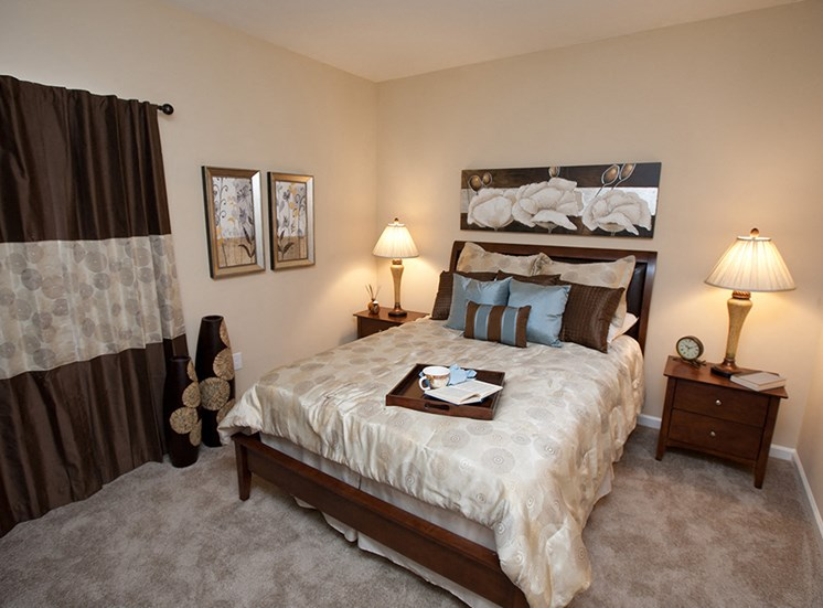 Three Bedroom Apartments- Apartments at Grand Prairie, Peoria, Illinois, 5400 West Sienna Lane Peoria, IL, Bedroom, 2 tone walls