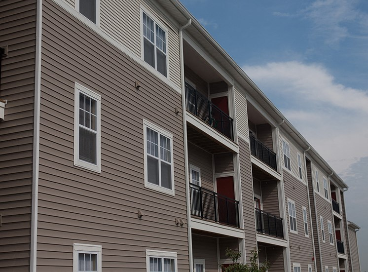 New rentals in Peoria, Apartments at Grand Prairie, Peoria, Illinois, 5400 West Sienna Lake Peoria, IL, apartments, balcony