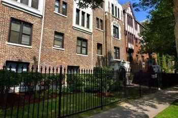 5214 S. Woodlawn Ave. Studio-2 Beds Apartment for Rent Photo Gallery 1