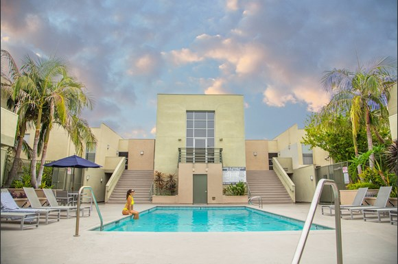 Canoga-Park-Luxury-Apartment-Warner-Center-Exterior-Pool-Model2