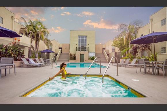 Canoga-Park-Luxury-Apartment-Warner-Center-Exterior-Pool-Model3