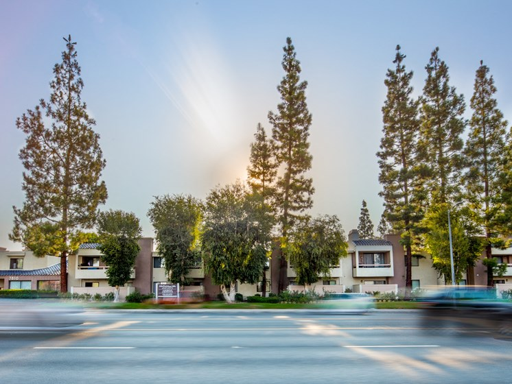 Canoga-Park-Luxury-Apartment-West-Hills-Exterior-Street-View