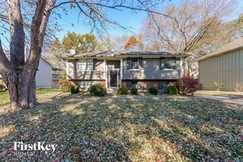 1018 NE Trailwood St 3 Beds House for Rent Photo Gallery 1
