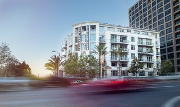 10700 Wilshire Blvd. 1-2 Beds Apartment for Rent Photo Gallery 1