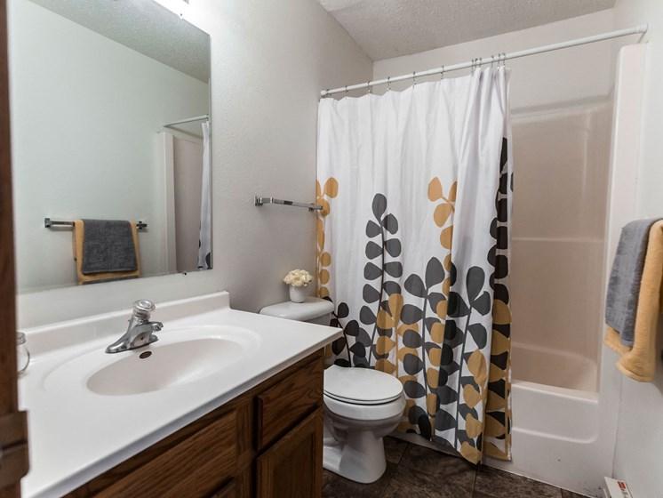 Autumn Apartments | Bathroom