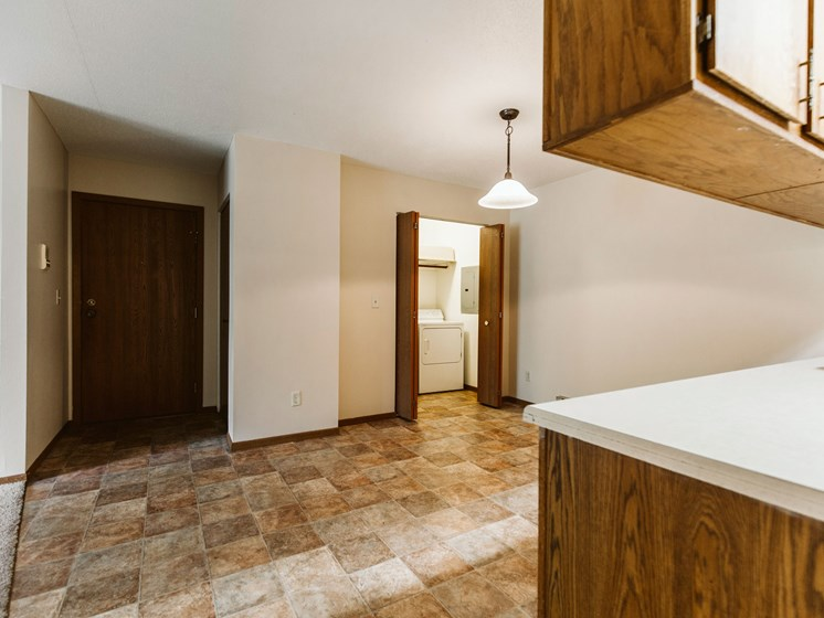 Carling Manor Apartments | 3 Bedroom | Dining & Hookups