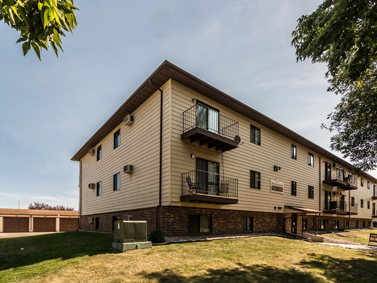 Ridgemont Apartments | Grand Forks, ND