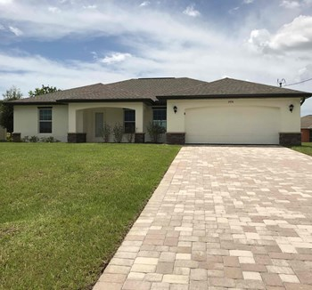 2934 NW 3 Pl 4 Beds House for Rent Photo Gallery 1