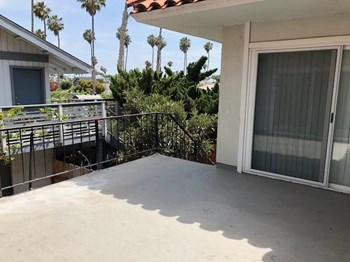 2524 - 2522 Seahorse Avenue 2-3 Beds Apartment for Rent Photo Gallery 1