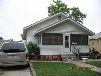 1323 6th Avenue 2 Beds House for Rent Photo Gallery 1