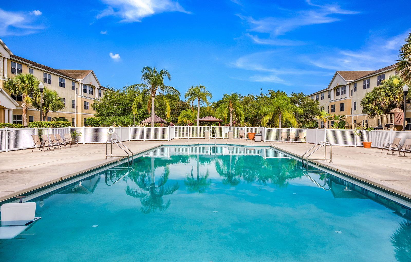 Outdoor swimming pool_Lexington Club at Renaissance Square, Clearwater, FL