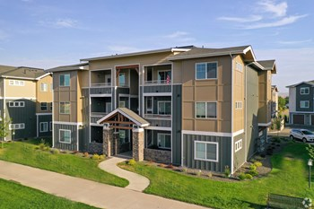 2411 E Riverside Dr 1-3 Beds Apartment for Rent Photo Gallery 1
