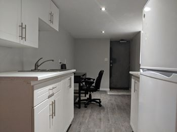 Surprising Pet Friendly Apartments In St Catharines Home Interior And Landscaping Mentranervesignezvosmurscom