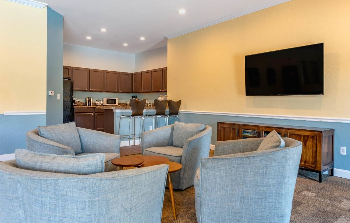 Tuscan Isle Apartments | Clubhouse