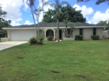 1032 SE Floresta Drive 4 Beds House for Rent Photo Gallery 1