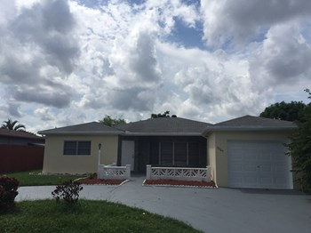 2700 W Cypress Creek Rd 1-5 Beds Apartment for Rent Photo Gallery 1
