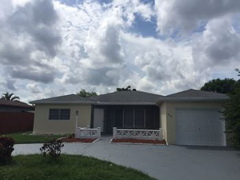 2700 W Cypress Creek Rd 3-5 Beds Apartment for Rent Photo Gallery 1