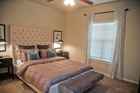 King Size Bedroom at The Manor Homes of Eagle Glen, Missouri