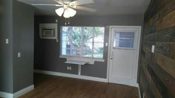 337 Ira Avenue Studio Apartment for Rent Photo Gallery 1