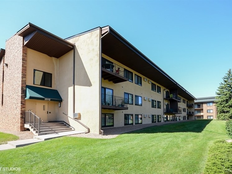 Well maintained landscaping and exterior buildings at Equinox Apartments