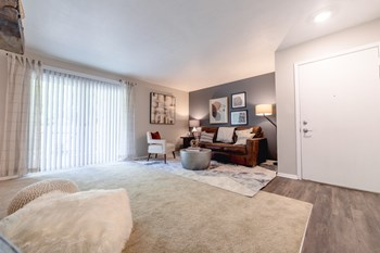 3401 John Hinkle Place 1-3 Beds Apartment for Rent Photo Gallery 1