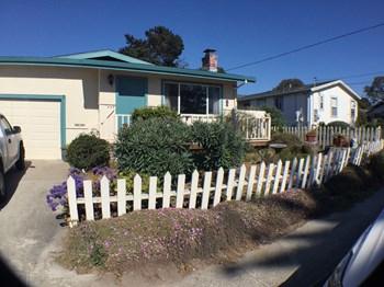 409 Alcalde Avenue 3 Beds House for Rent Photo Gallery 1