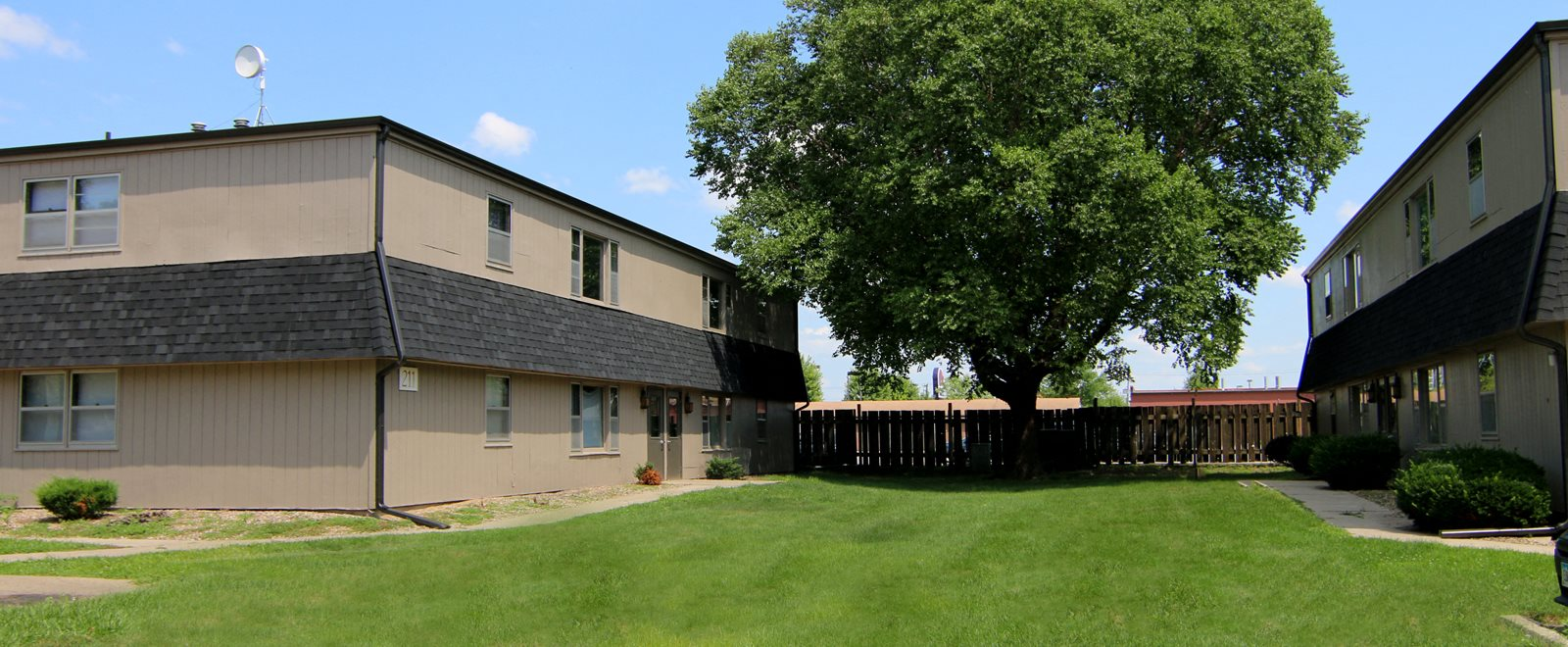 Exteriors-South-View-Apartments-Ames-Iowa-courtyard