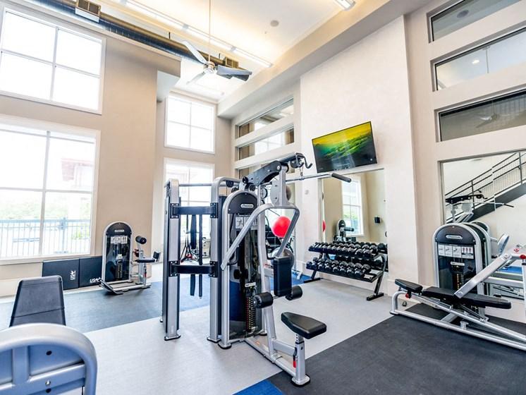 downtown houston apartments gym