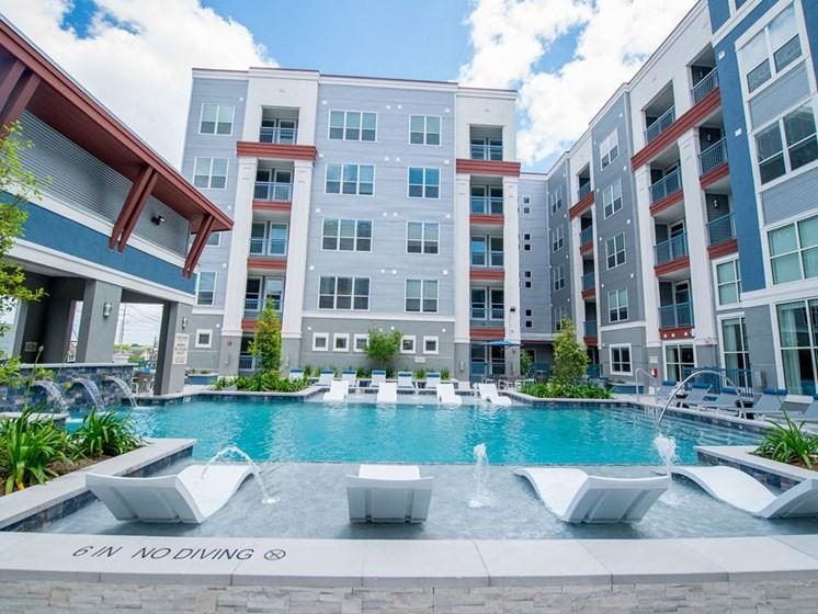 pool apartments in midtown houston