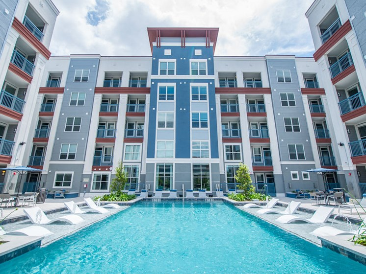 resort style pool apartments in midtown houston