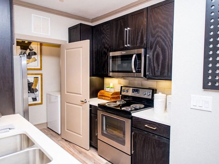 apartments in montrose houston kitchen