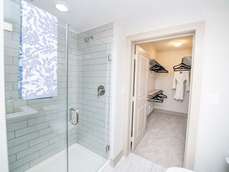 shower apartments in montrose houston