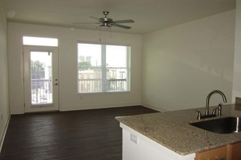 2825-2875 Vine Street 1-3 Beds Apartment for Rent Photo Gallery 1
