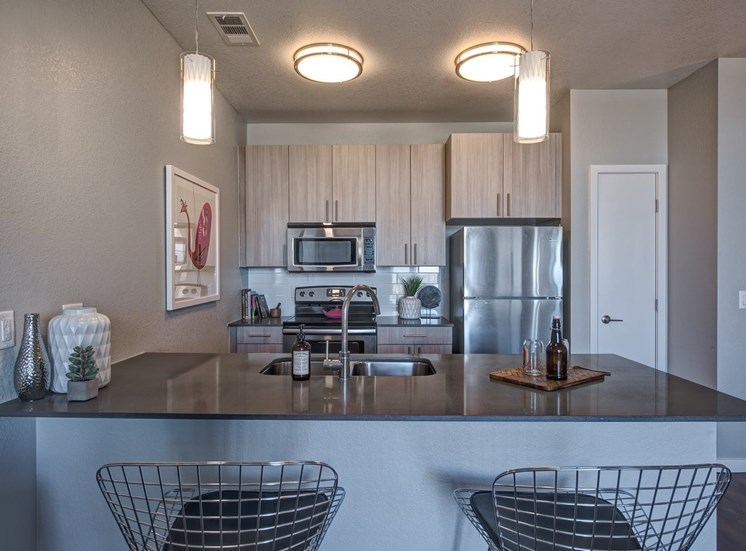 Apartments Lone Tree - Aspect Lone Tree Kitchen with Matching Appliances and Breakfast Bar