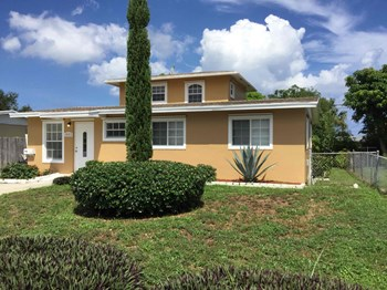 1443 7Th Street 4 Beds House for Rent Photo Gallery 1