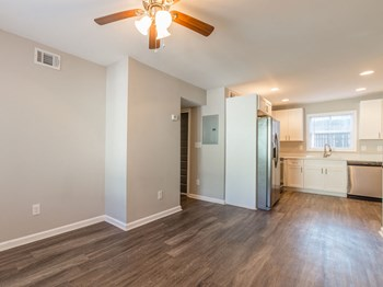 1760 Memorial Drive SE 2 Beds Apartment for Rent Photo Gallery 1