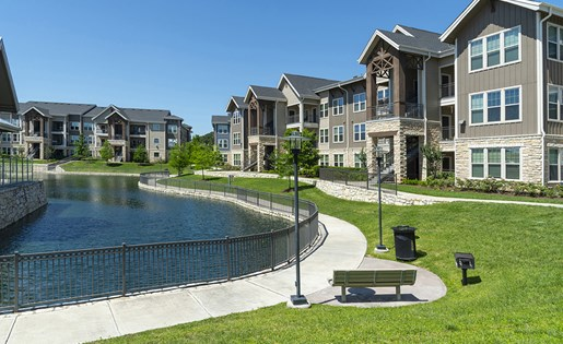 Image of the paths that line the lake here at Aliso at Briar Forest in Houston