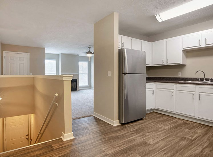 Contemporary Kitchen at Ridgeland Place Apartment Homes, Mississippi, 39157