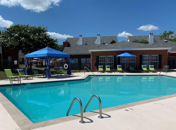 Sparkling Swimming Pool at Ridgeland Place Apartment Homes, Ridgeland