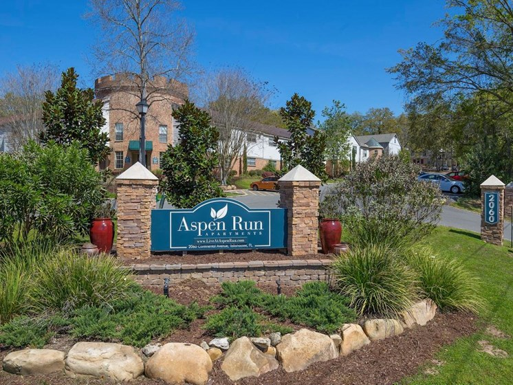 welcome sign at Aspen Run Apartments in Tallahassee, FL 32304
