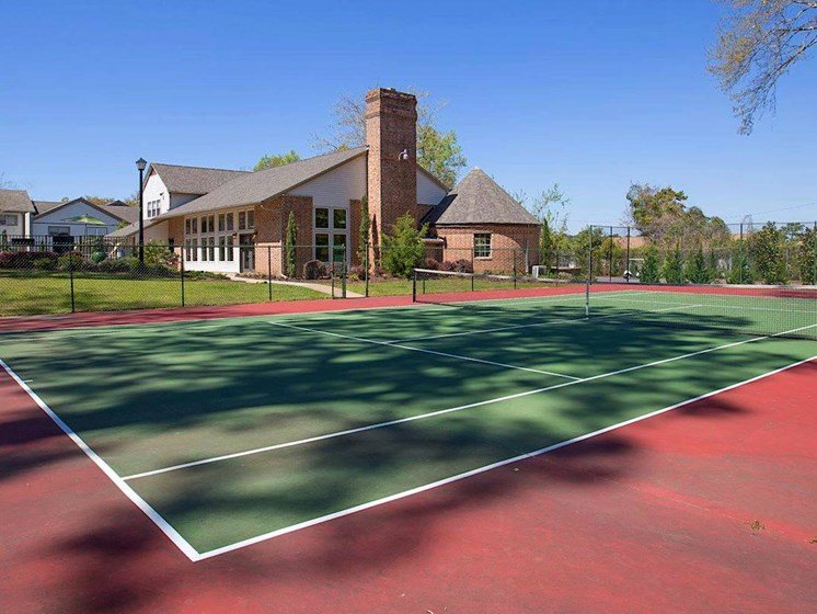 illuminated tennis court at Aspen Run Apartments in Tallahassee, FL 32304