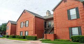 3900 Centerport Drive 1-2 Beds Apartment for Rent Photo Gallery 1