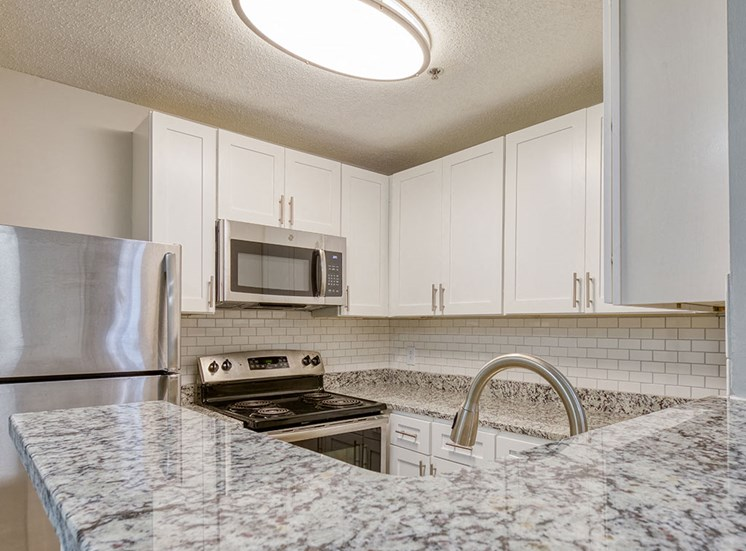 Kitchen_Unit_207_Marina_Shores_05