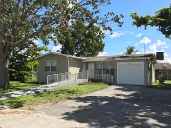 6810 SW 34th Street 3 Beds House for Rent Photo Gallery 1