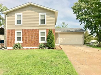 8 Four Winds Dr. 3 Beds House for Rent Photo Gallery 1