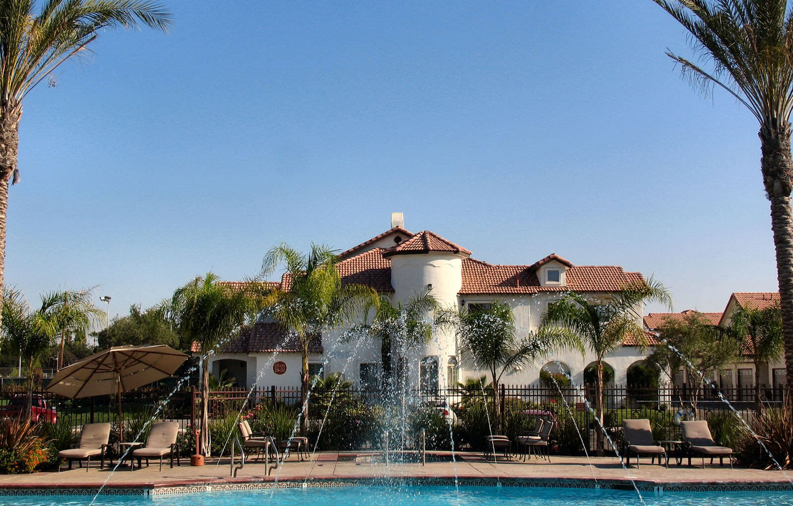 Image Of Swimming Pool and Community View at Dominion Courtyard Villas, Fresno, CA