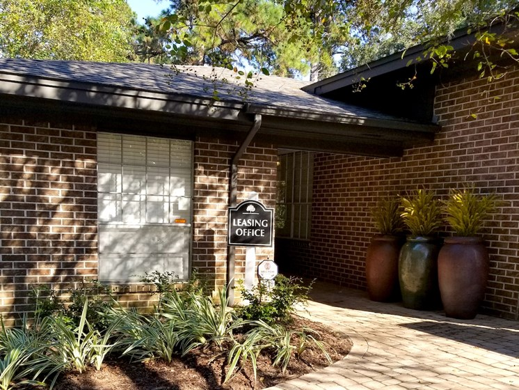 leasing office at Heritage Park Apartments in Tallahassee, FL 32304