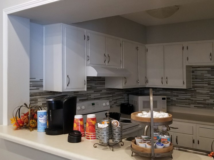 coffee bar and community kitchen at Heritage Park Apartments in Tallahassee, FL 32304