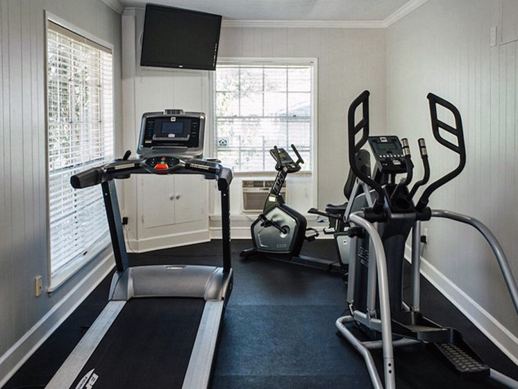 fitness center at Heritage Park Apartments in Tallahassee, FL 32304